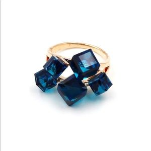 Noble blue square crystal ring